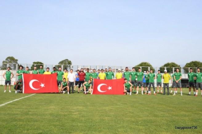 Bursasporlulardan '19 Mayıs' hatırası