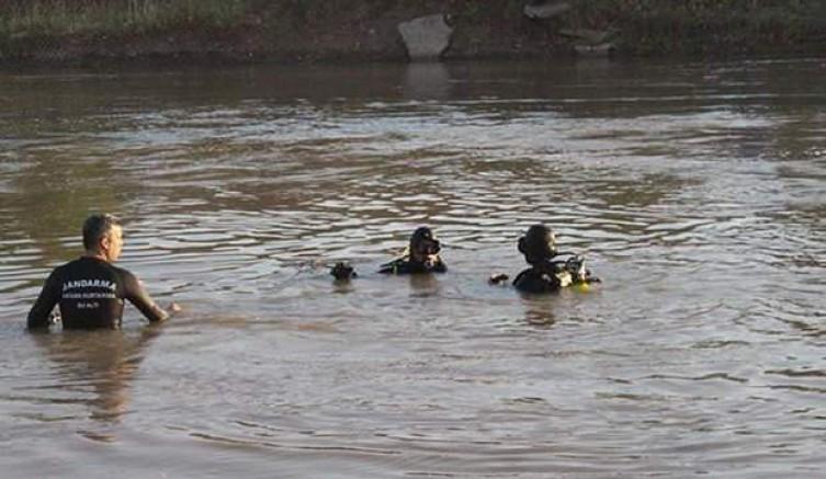 Dicle Nehri'ne giren genç boğuldu