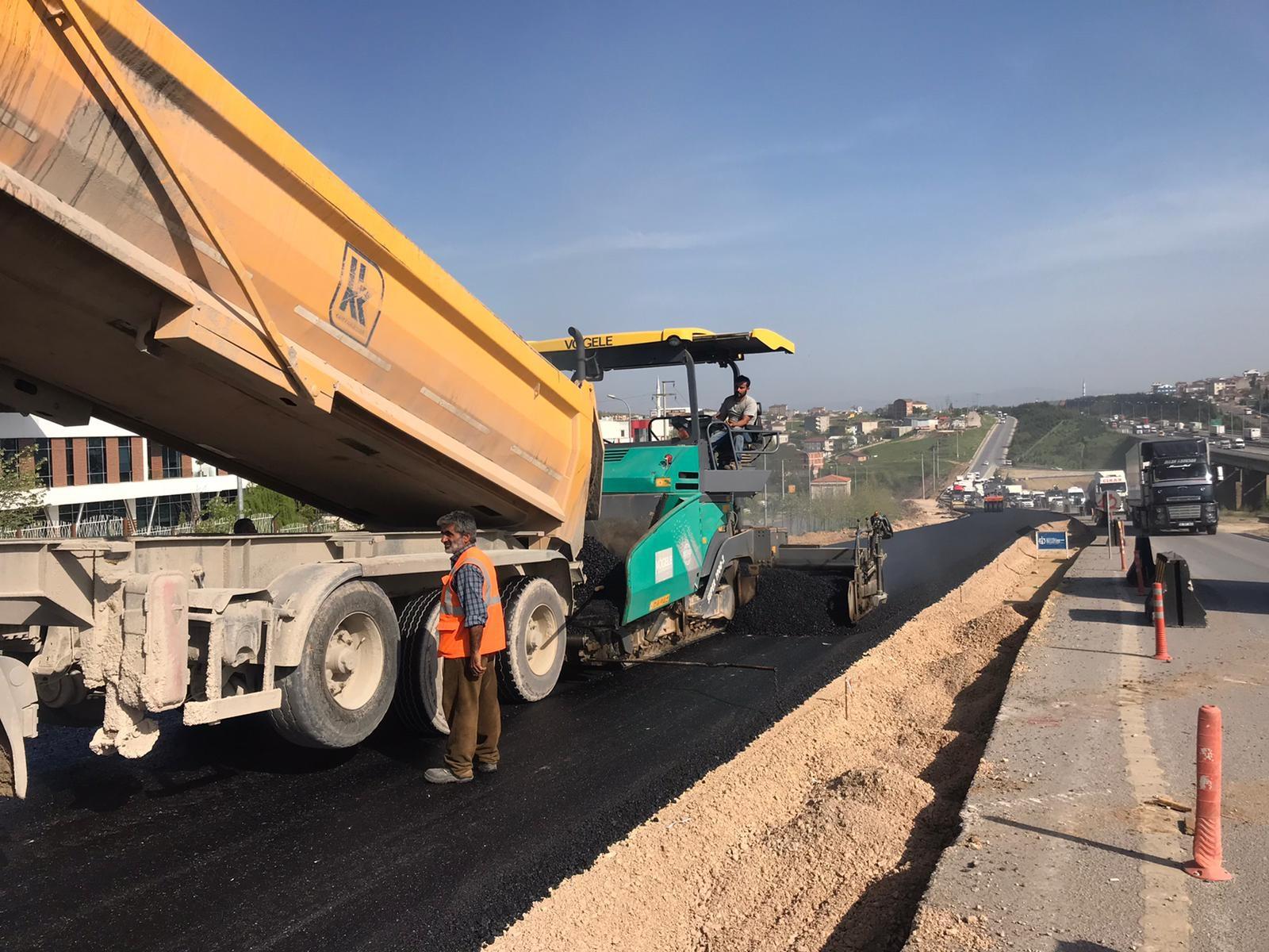 Gebze kuzey yan yollarda asfalt serimi sürüyor
