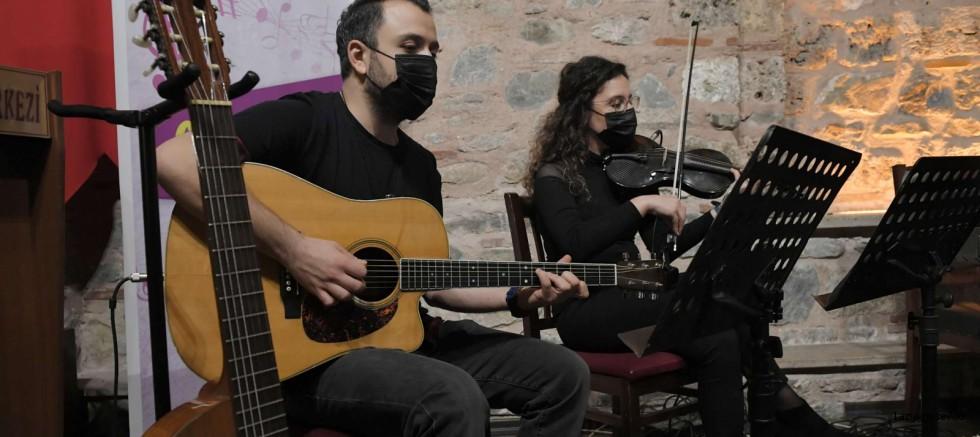 Osmangazi'de sohbet tadında müzik