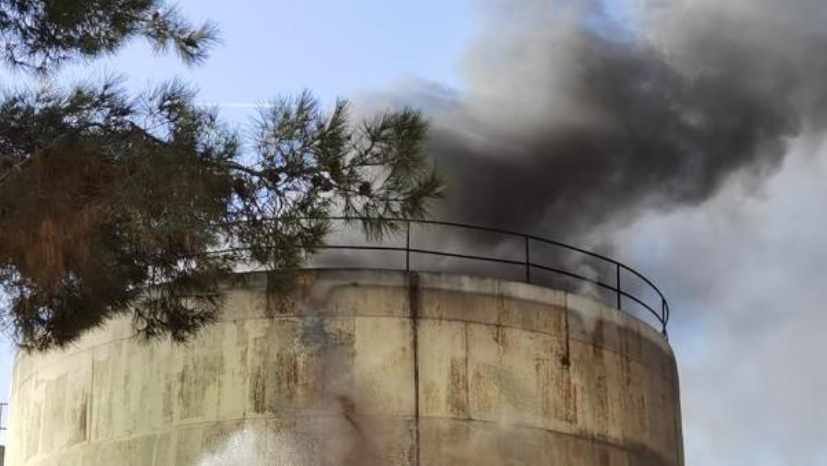 Yıkımı yapılan fabrikanın silolarında yangın çıktı